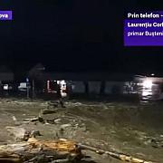 busteni trafic intrerupt pe dn1 marti dimineata din cauza aluviunilor ajunse pe carosabil circulatia este deviata pe strazi adiacente