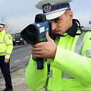 peste 130 de soferi care circulau cu viteza pe autostrazi amendati de politisti cea mai mare viteza inregistrata 225 de kilometri la ora
