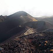 un avion de pasageri al air france a fost foarte aproape sa loveasca un vulcan din africa