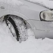 cauciucurile nu sunt totul obiectele pe care trebuie sa le aiba toti soferii iarna in masina