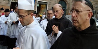 calugarii de la vatican revendica baile felix