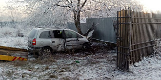 foto cinci accidente la moara noua pe dn1a din cauza poleiului
