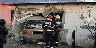 foto accident in ploiesti o masina a daramat peretele unei case