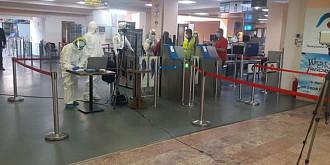 turisti romani testati pentru covid-19 pe aeroportul din creta am fost inghesuiti intr-un spatiu de 50 de metri patrati