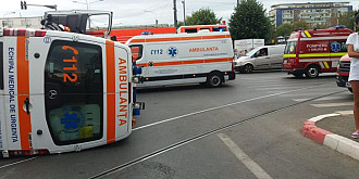 foto ambulanta cu pacient implicata intr-un accident la ploiesti trei persoane ranite