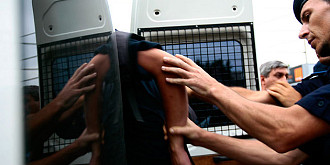 cinci tineri din strejnic retinuti in urma perchezitiilor sunt acuzati de furt calificat