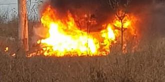 lan de porumb distrus din cauza unei masini care a luat foc la tirgsoru vechi
