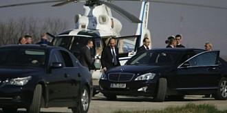 basescu s-a recules cu elicopterul la manastirea izvorul muresului