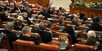 parlamentul a adoptat legea amanarii alegerilor locale mandatele primarilor se prelungesc cu jumatate de an de la incetarea starii de urgenta iar data scrutinului va fi stabilita de parlament
