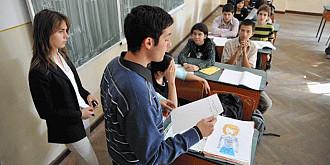 circa 10000 de elevi scapa de proba de calculator si 7000 de limba moderna la bac cu certificate