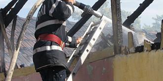 trupul neinsufletit al unei femei a fost gasit de pompieri intr-o casa din ploiesti echipajele interveneau la stingerea unui incendiu