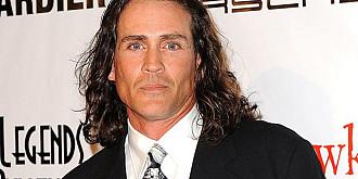 tragedie in lumea filmului joe lara actorul legendar care l-a interpretat pe tarzansi-a pierdut viata intr-un accident aviatic