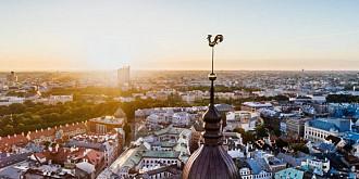 stare de urgenta in letonia timp de trei luni dupa ce cazurile de covid-19 au crescut alarmantvaccinarea populatiei printre cele mai scazute niveluri din ue