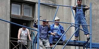 guvernul scuteste firmele de constructii de la plata contributiilor sociale in urmatorii 10 ani