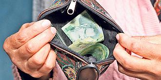 72 la suta din venituri merg catre consum 60 la suta din cheltuielile de consum se duc pe mancare si utilitati