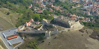 numar record de turisti la cetatea rupea