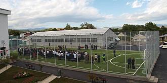 baze sportive moderne la scolile din valeni de munte