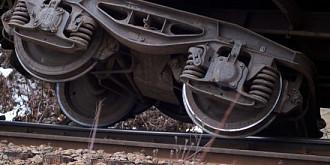tren cu 60 de calatori a deraiat in bacau
