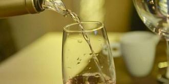 cate pahare de vin trebuie sa bem ca sa ajutam ficatul
