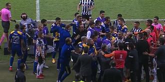 anarhie la copa libertadores jucatorii de la boca juniors i-au luat la bataie pe rivali si au devastat vestiarele