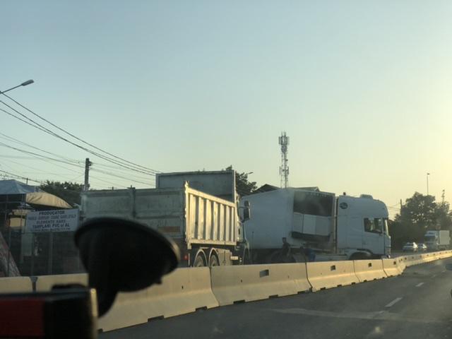 FOTO Accident la Bucov. Traficul pe DN1B blocat!