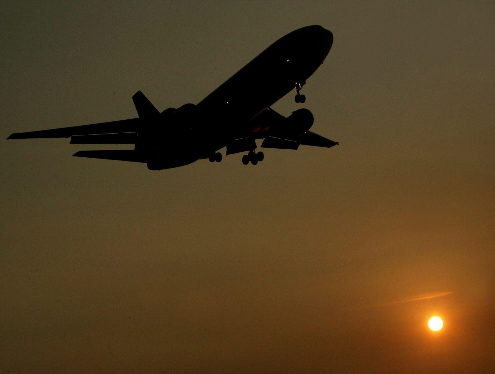 artrita care zboară cu un avion
